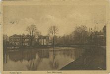 PBK-2007-551 Gezicht over de Grote Vijver naar de Slotlaan. Van links naar rechts de villa's Het Nieuwe Slot, Het Oude ...