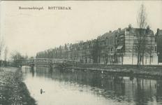 PBK-2008-289 Heemraadssingel met het zogenaamde takkenbruggetje dat in 1983 afgebroken is. Rechts de Schietbaanlaan.