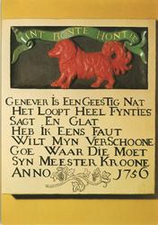 PBK-2008-334 Gevelsteen van de herberg 'Int Bonte Hontie' aan de Prinsenstraat in het Historisch Museum 'De Dubbelde ...