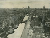 PBK-2008-395 Overzicht van de Rotterdamse Schie en omgeving, vanaf het dakterras van de flat aan het Ungerplein. Links ...