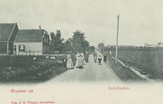 PBK-2035 De Dorpsweg, voorheen Katendrechtseweg, gezien uit het zuiden. Rechts op de achtergrond huizen aan de ...