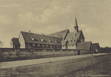 PBK-2037 De rooms-katholieke kerk van de H.H. Michaël en Clemens aan de Dorpsweg.