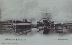 PBK-2052 Gezicht op het ijzeren drijvend droogdok van de Gemeente Rotterdam aan de Dokhaven.