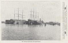PBK-2053 Schepen in droogdokken aan de Dokhaven.