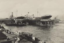 PBK-2056 De Nieuwe Maas bij de droogdokken van de scheepswerf Wilton aan de Westkousdijk in Delfshaven.