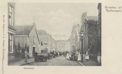 PBK-2061 Dijkstraat, vanuit het zuiden in de richting van de Lusthofstraat. Links de toegang tot de oude Joodse ...