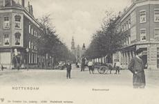 PBK-2119 Gezicht in de Erasmussstraat uit het oosten, vanaf het Noordplein, op de achtergrond de gereformeerde Noorderkerk.