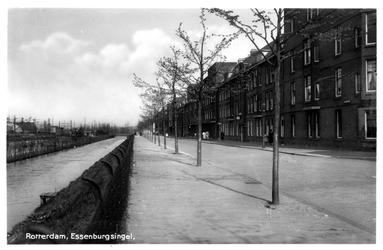 PBK-2130 Gezicht op de Essenburgsingel met rechts de Jagthuisstraat.