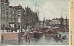 PBK-2198 De Oudehaven met links de Geldersekade gezien uit het zuidoosten, op de achtergrond van links naar rechts de ...