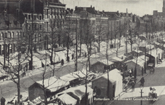 PBK-2261 Overzicht van de weekmarkt aan de noordzijde van de Goudsesingel, vanaf ongeveer de Hoveniersstraat naar het ...