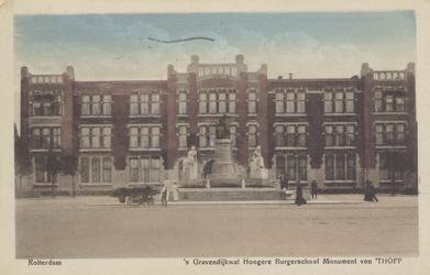 PBK-2314 Gezicht op het monument Van 't Hoff en de Rotterdamse Avondscholengemeenschap, vroeger de Hogere Burgerschool, ...