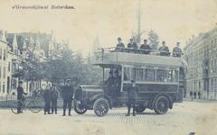 PBK-2335 Op het kruispunt 's-Gravendijkwal- Mathenesserlaan staat bus lijn A van de Maatschappij Algemeen Vervoer ( ...