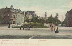 PBK-2343 's-Gravendijkwal vanuit het noorden, bij de kruising met de Mathenesserlaan. Op de achtergrond de toren van de ...