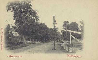 PBK-2348 De 's-Gravenweg ter hoogte van de buitenplaats Ypenhof, uit het oosten gezien, links de brug naar de Essenlaan ...