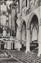 PBK-2442 Gezicht in de Grote Kerk aan het Grotekerkplein, naar het orgel toe.