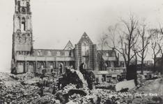 PBK-2475 Puinresten na het bombardement van 14 mei 1940.De Grote Kerk op het Grotekerkplein.. De bomen rechts staan op ...