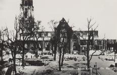 PBK-2476 Puinresten na het bombardement 14 mei 1940.De Sint-Laurenskerk aan het Grotekerkplein. De bomen op de ...