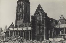PBK-2483 Puinresten na het bombardement 14 mei 1940.Gezicht op de Grote Kerk aan het Grotekerkplein.