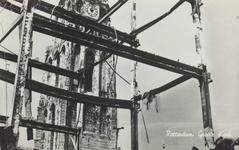 PBK-2490 Puinressten na het bombardement 14 mei 1940.De toren van de Grote Kerk aan het Grotekerkplein, gezien vanuit ...