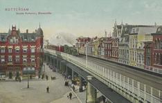 PBK-2501 Het spoorwegviaduct langs de Binnenrotte, gezien uit het zuiden, links het monumentale pand waarin café-hotel ...