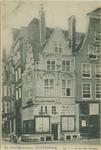 PBK-2515 Het historische huis ' In duizend Vreezen ' aan de Grotemarkt nummer 11, gezien uit het oosten. Links het Hang.