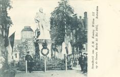 PBK-2517 Standbeeld van ZM Koning Willem III op Grotemarkt, het beeld werd onthuld op 21 mei 1874 en heeft daar geruime ...