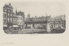 PBK-2532 Grotemarkt gezien uit het zuidwesten, bij de Middensteiger en het spoorwegviaduct, op de achtergrond de toren ...