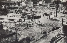 PBK-2541 De door het Duitse bombardement van 14 mei 1940 getroffen Grotemarkt, gezien vanaf de Keizerstraat bij het ...