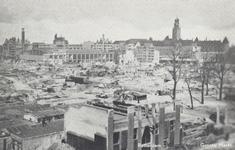 PBK-2542 De door het Duitse bombardement van 14 mei 1940 getroffen Grotemarkt en omgeving, vanaf de Keizerstraat bij ...