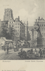 PBK-2543 Het standbeeld van Erasmus aan de Grotemarkt, op de achtergrond de Wijde Marktsteeg, vanuit het zuiden.