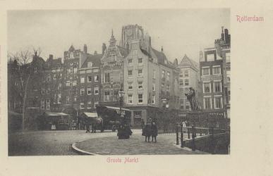 PBK-2552 Grotemarkt, bij het standbeeld van Erasmus vanuit het zuidoosten. In het midden de Wijde Marktsteeg.