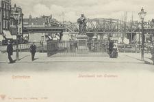 PBK-2562 Grotemarkt bij het standbeeld van Erasmus, gezien uit het westen. Op de achtergrond Steigersgracht en ...