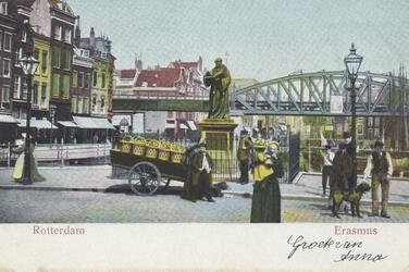 PBK-2564 Grotemarkt bij het standbeeld van Erasmus, gezien uit het westen.