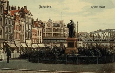PBK-2576 Grotemarkt, voorheen Steiger, bij het standbeeld van Erasmus,vanuit het zuidwesten, op de achtergrond ...