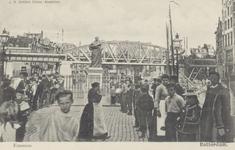 PBK-2588 Het standbeeld van Erasmus aan de Grotemarkt, gezien uit het westen, op de achtergrond het spoorwegviaduct.