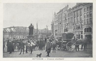 PBK-2593 Grotemarkt met het standbeeld van Erasmus, gezien uit het noordwesten, rechts bij de huizen heette dit ...