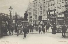 PBK-2595 Gezicht op de Grotemarkt met het standbeeld van Erasmus, uit het noordwesten, rechts bij de huizen heette dit ...