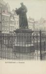 PBK-2604 Het standbeeld van Erasmus aan de Grotemarkt, gezien uit het zuidwesten met een ijzeren hekje eromheen.