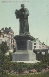 PBK-2606 Het standbeeld van Erasmus aan de Grotemarkt.