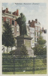 PBK-2607 Het standbeeld van Erasmus aan de Grotemarkt.