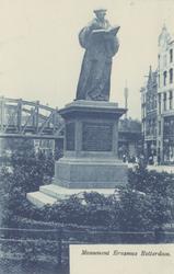 PBK-2610 Grotemarkt met op de voorgrond het standbeeld van Erasmus, gezien uit het noordwesten.