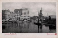 PBK-27 Boerengat met op de achtergrond gebouwen aan de Admiraliteitskade. Rechts oliemolen De Reus, vanuit het westen.