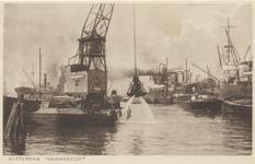 PBK-2707 Overslag van schepen in de haven.