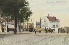PBK-2773 Havenstraat, met rechts café De Winter op de hoek van de Nieuwe Binnenweg. Op de achtergrond de Aelbrechtsbrug ...
