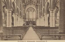 PBK-2848 Het interieur van de rooms-katholiek Hildegardiskerk aan de Hildegardisstraat, gezien naar het altaar.