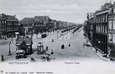 PBK-285 Goudsesingel bij de kruising met de Jonker Fransstraat en de Heerenstraat. Op de voorgrond een kranten- en ...