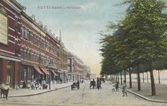 PBK-2854 De Hillelaan, vanuit het noorden. Rechts de Rijnhaven. Links woon- en winkelpanden.