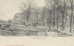 PBK-2898 Het Hofplein, gezien uit het zuiden. Op de voorgrond de Schiebrug. Op de achtergrond de panden aan de ...