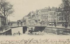 PBK-2900 Gezicht op de Schiebrug over de Rotterdamse Schie, rechts huizen aan het Hofplein. Op de achtergrond de Spoorbrug.