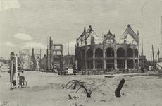 PBK-2936 Gezicht op de door het Duitse bombardement van 14 mei 1940 getroffen station Hofplein en café-restaurant Loos ...